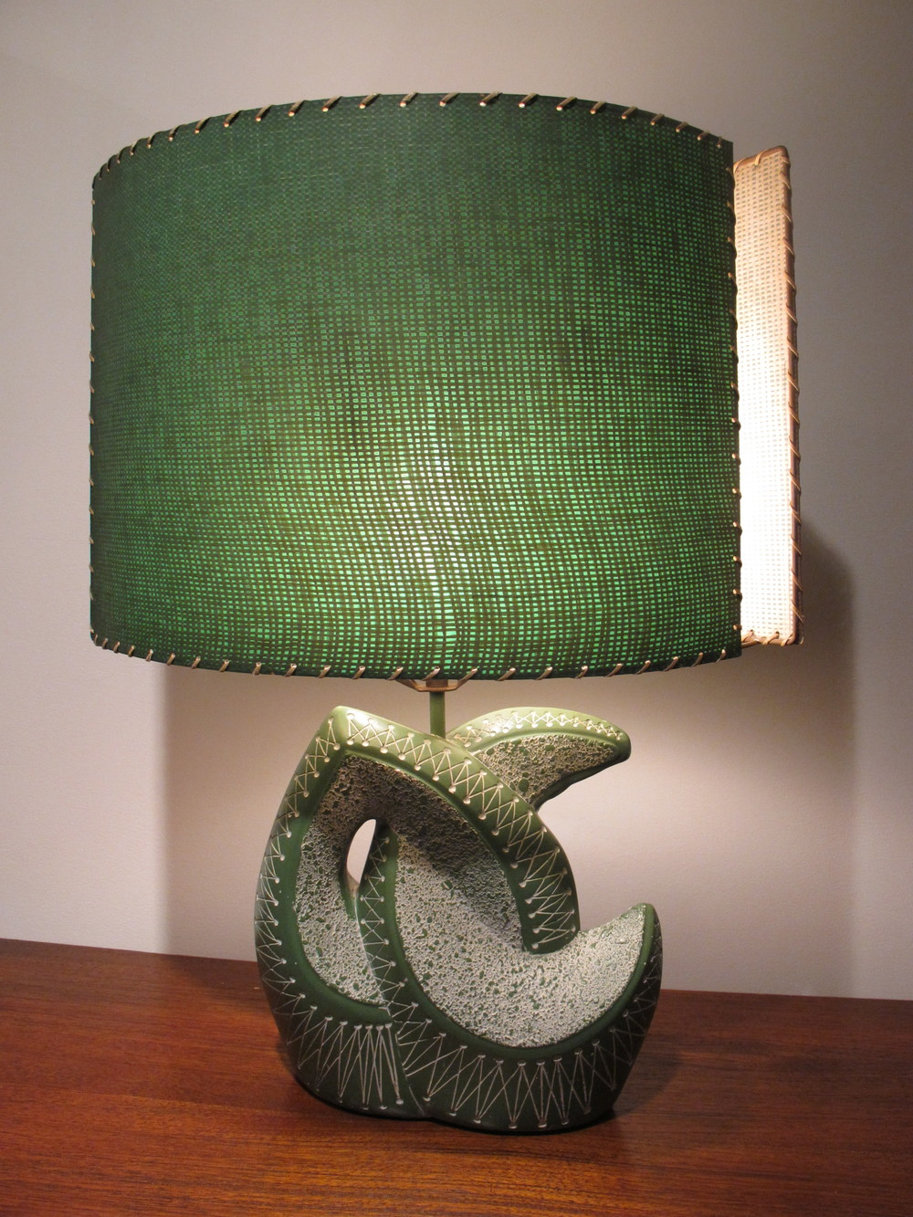 UNDULATING GREEN AND WHITE ATOMIC CHALKWARE LAMP BY F.A.I.P.