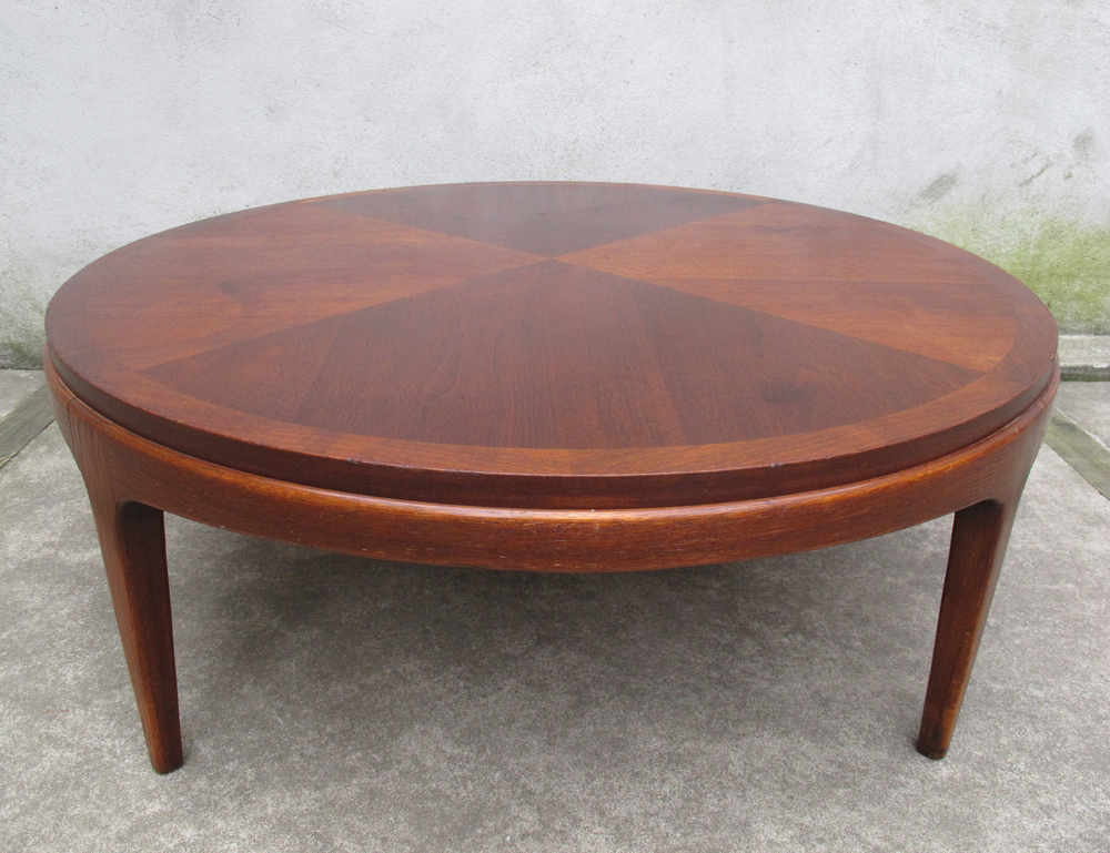 MID CENTURY ROUND COFFEE TABLE BY LANE