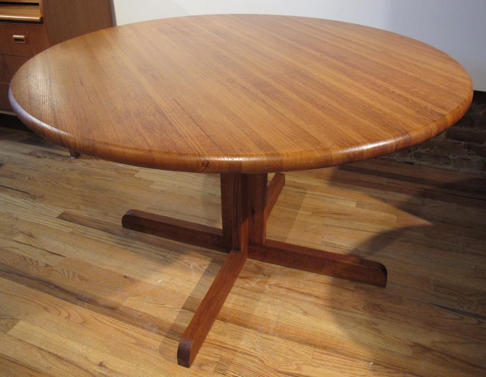 DANISH MODERN ROUND TEAK DINING TABLE