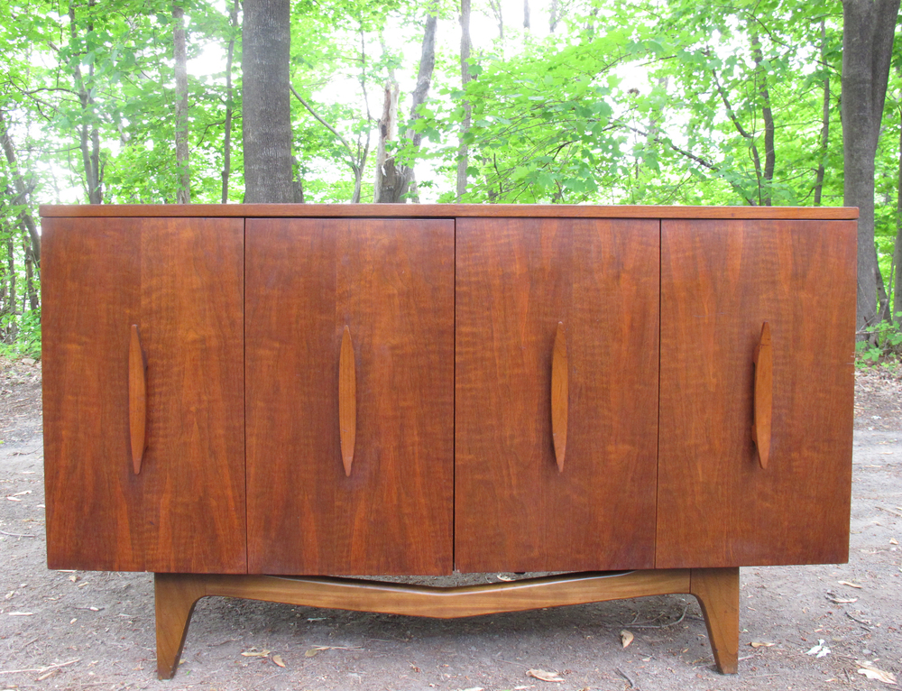 MID CENTURY SCULPTED WOOD SERVER