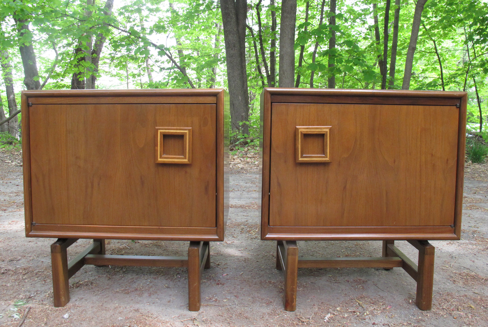 PAIR OF MID CENTURY MODERN NIGHTSTANDS WITH DECO FLAIR