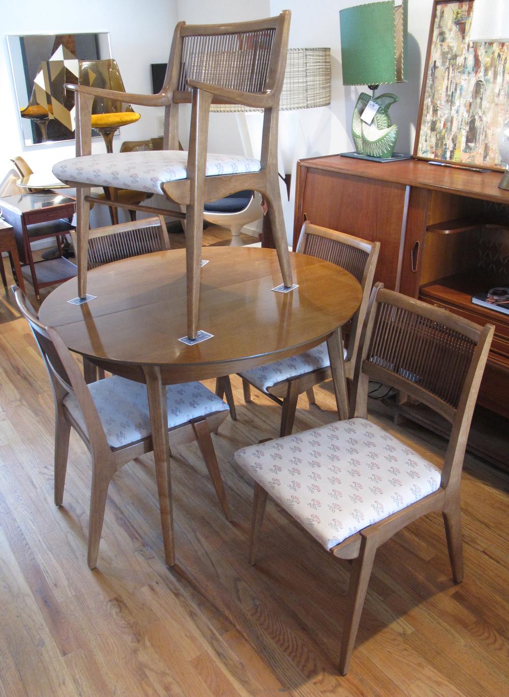 MID CENTURY DREXEL PROFILE DINING TABLE & FIVE CHAIRS BY JOHN VAN KOERT
