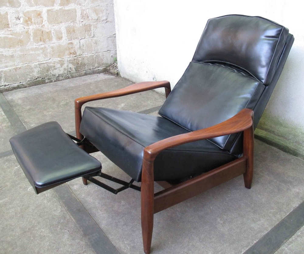 MID CENTURY RECLINING LOUNGE CHAIR AFTER MILO BAUGHMAN