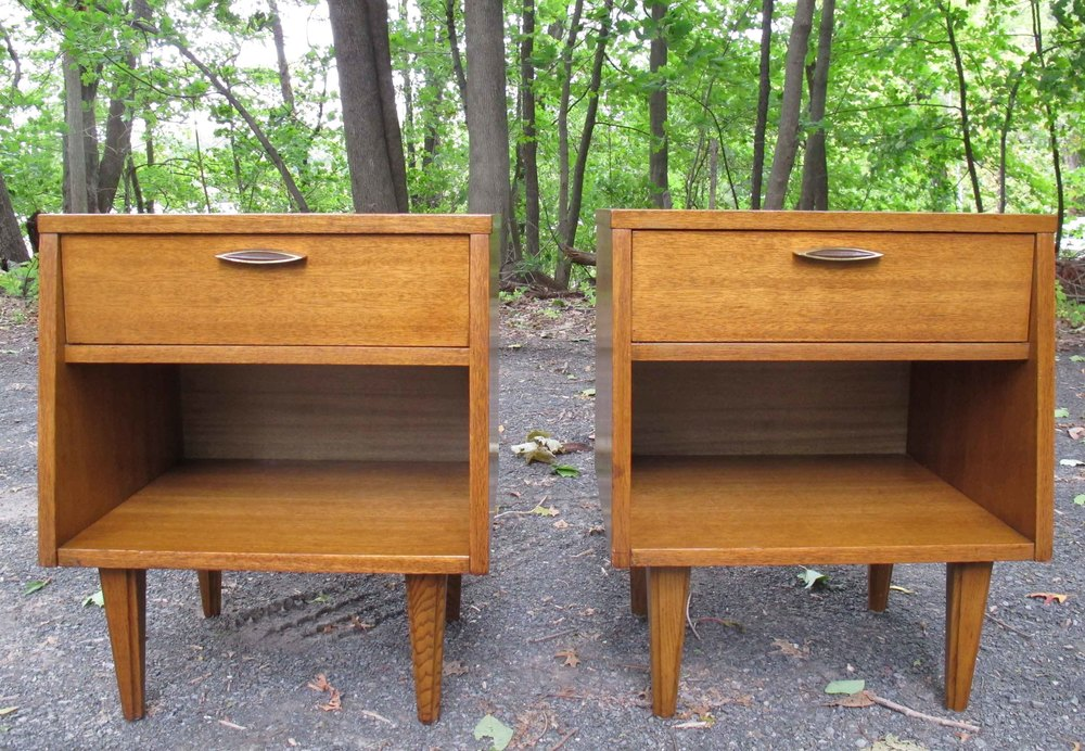 PAIR OF MID CENTURY WALNUT NIGHTSTANDS BY STANLEY