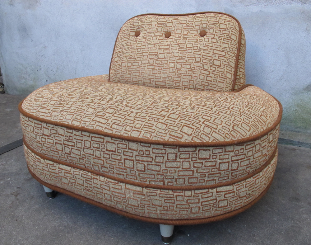 MID CENTURY OVERSIZED LOUNGE CHAIR