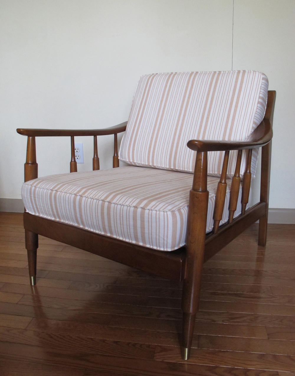 MID CENTURY MODERN SLAT BACK LOUNGE CHAIR