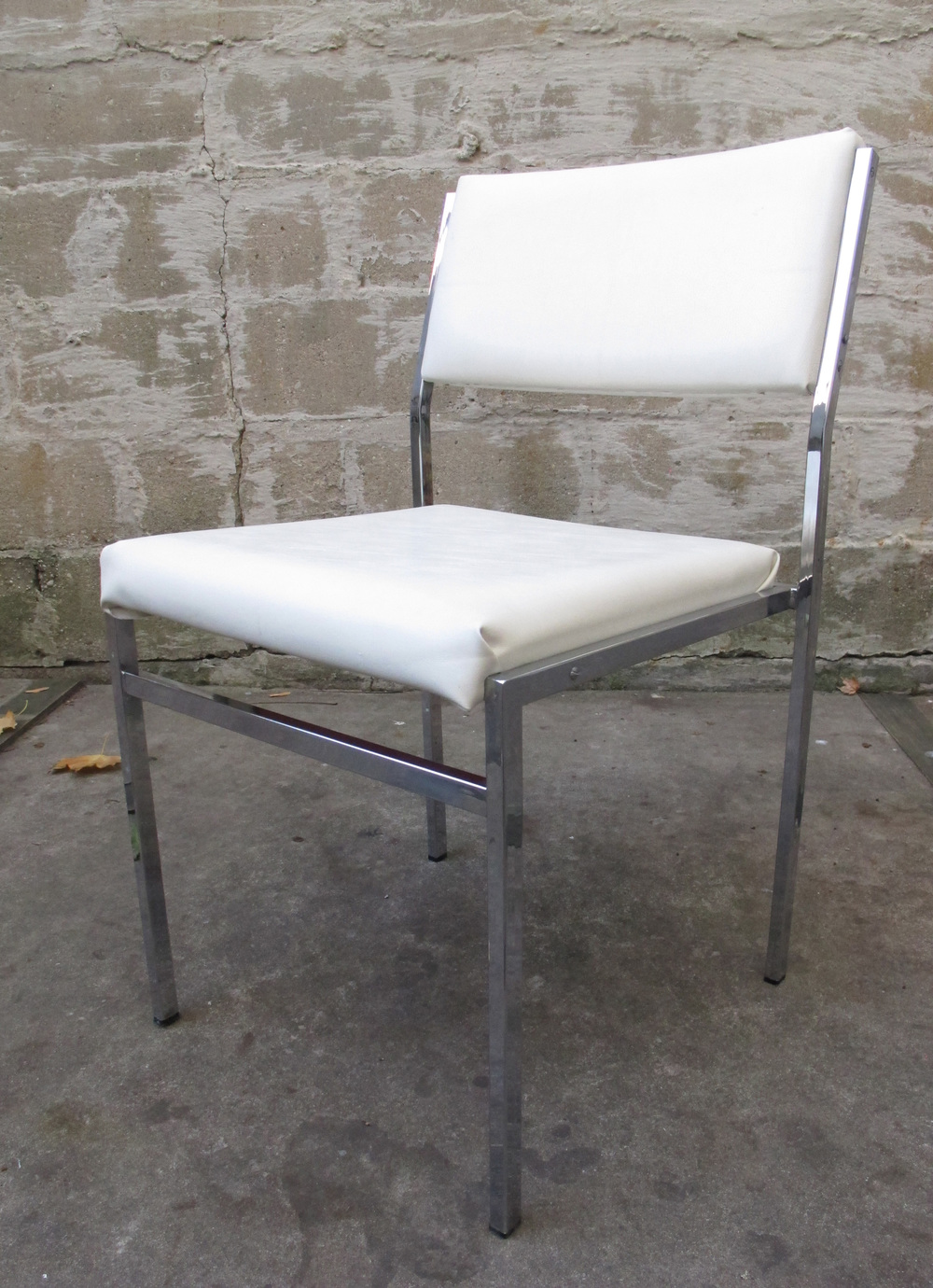 ITALIAN MODERN CHROME AND WHITE VINYL SIDE CHAIR