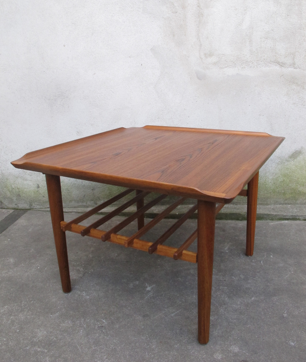 DANISH MODERN PETER HVIDT STYLE TEAK SQUARE SIDE TABLE