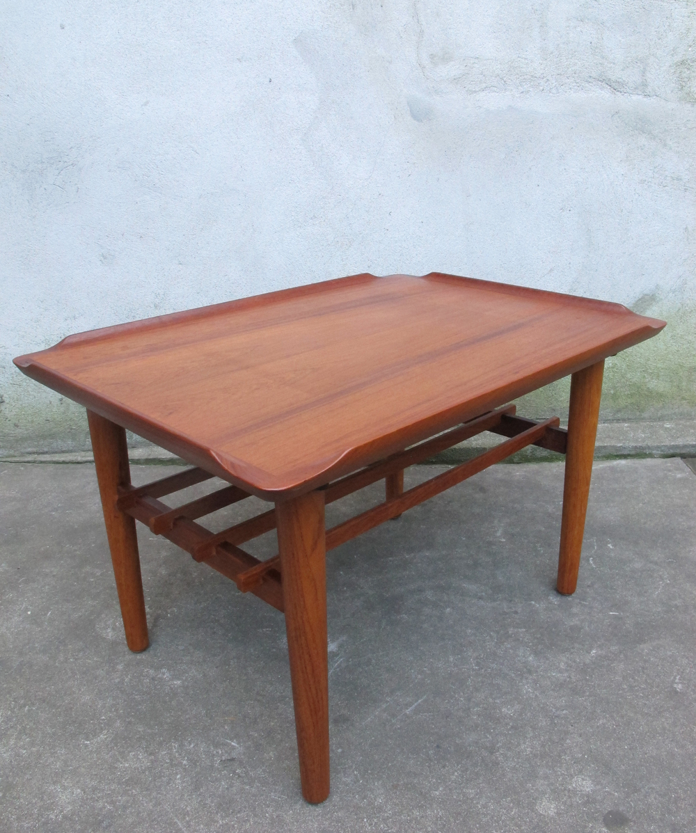 DANISH MODERN PETER HVIDT STYLE TEAK END TABLE