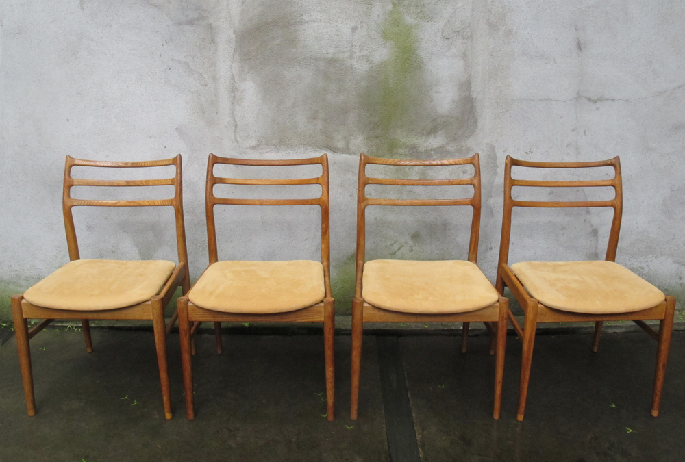 SET OF DANISH MODERN MOLLER STYLE SCULPTED OAK DINING CHAIRS