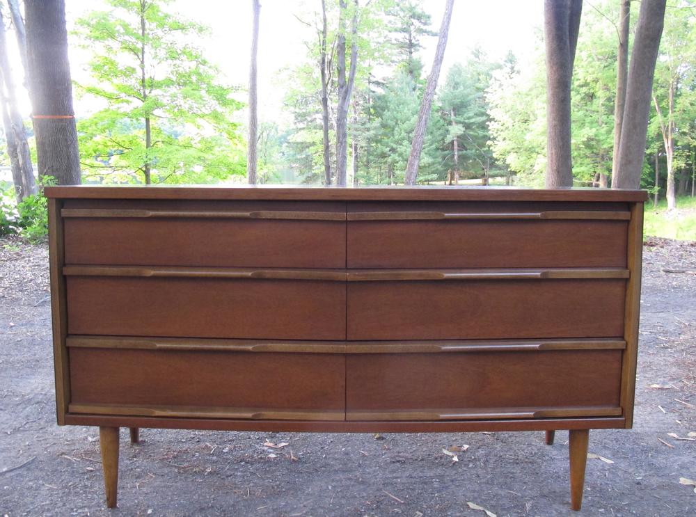 MID CENTURY MODERN SIX DRAWER WALNUT LONG DRESSER