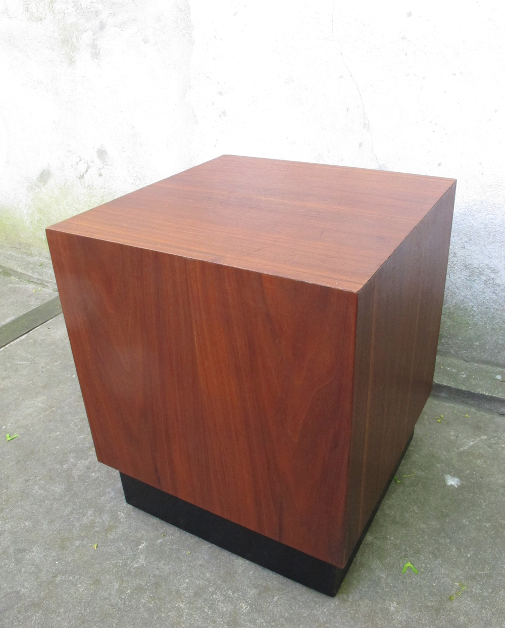 MID CENTURY SQUARE WALNUT SIDE TABLE ATTRIBUTED TO ADRIAN PEARSALL