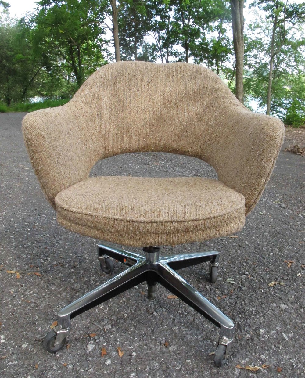 MID CENTURY KNOLL SERIES 71 EXECUTIVE ARMCHAIR BY EERO SAARINEN