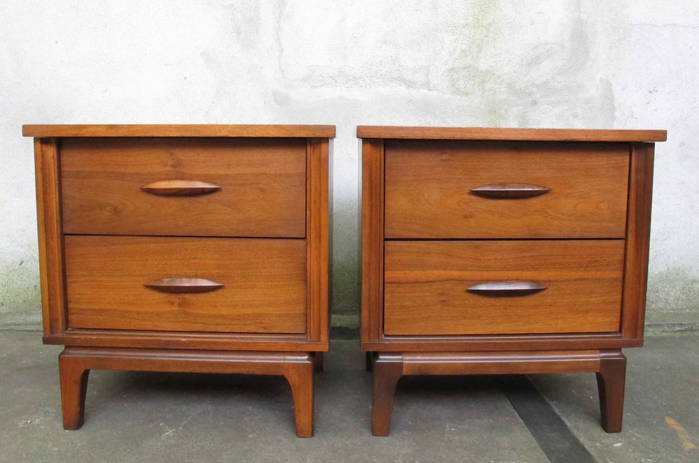 PAIR OF MID CENTURY SCULPTED WALNUT NIGHTSTANDS