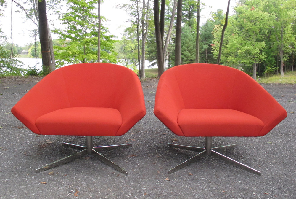"MID CENTURY STYLE ""REMY"" SWIVEL LOUNGE CHAIR BY BERNHARDT DESIGN"