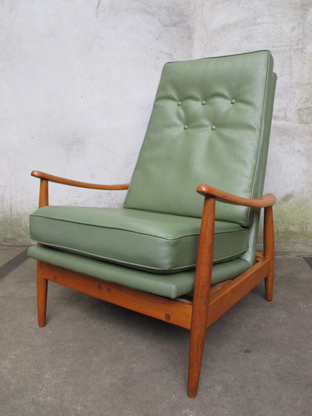 MID CENTURY JAMES RECLINER BY MILO BAUGHMAN