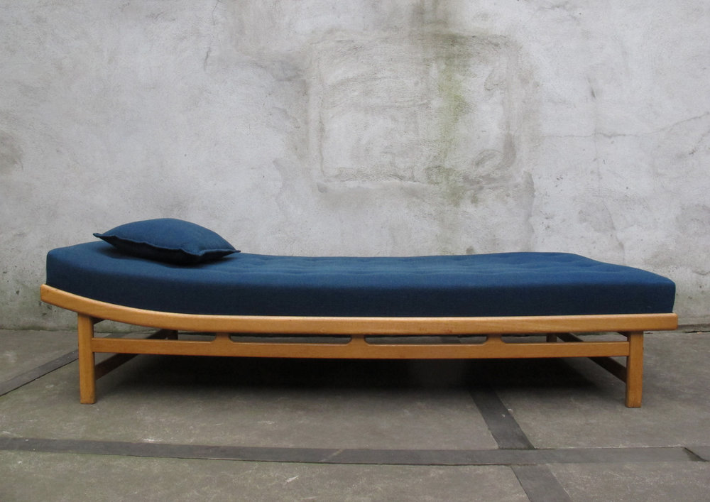 SWEDISH TEAK DAYBED BY MOLN BADDAR