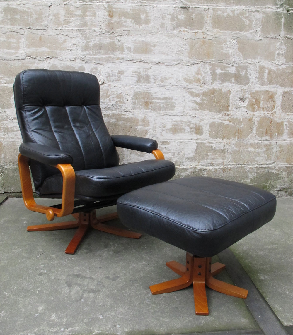 DANISH MODERN SKIPPERS MOBLER LEATHER LOUNGE CHAIR AND OTTOMAN