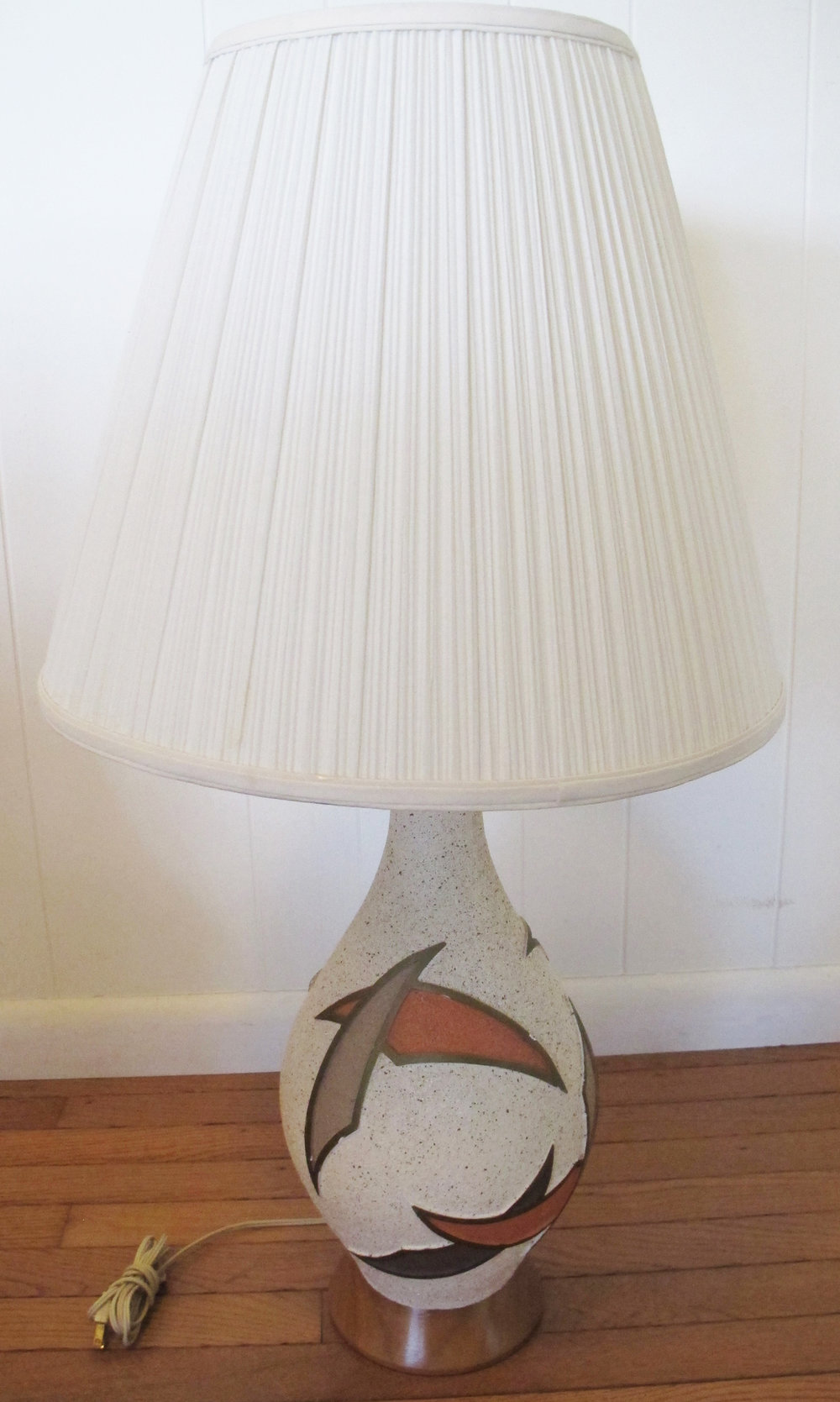 MID CENTURY CERAMIC LAMP WITH WOOD BASE