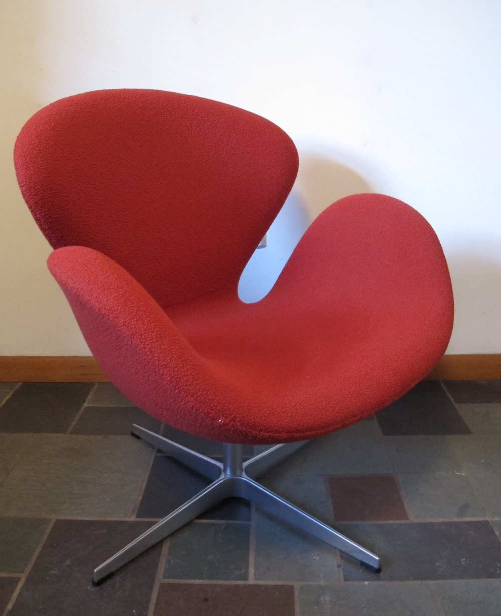 ORIGINAL ARNE JACOBSEN FRITZ HANSEN RED SWAN CHAIR BY KNOLL