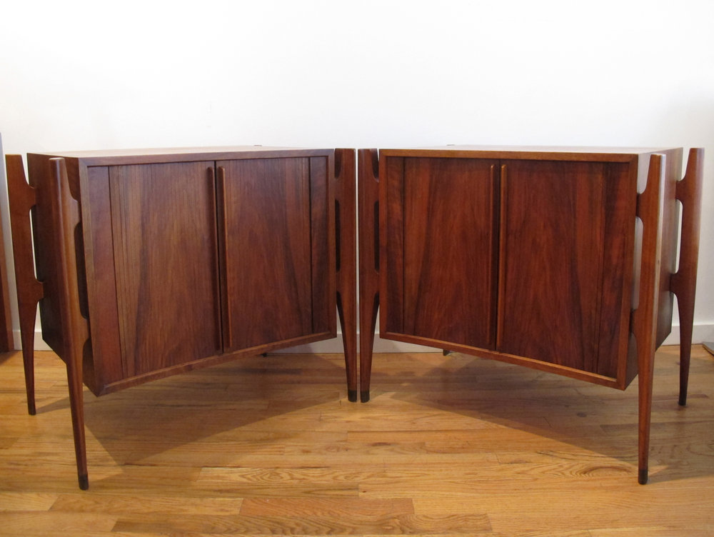 PAIR OF JORGEN CLAUSEN DANISH MODERN WALNUT NIGHTSTANDS BY BRANDE MOBELFABRIK