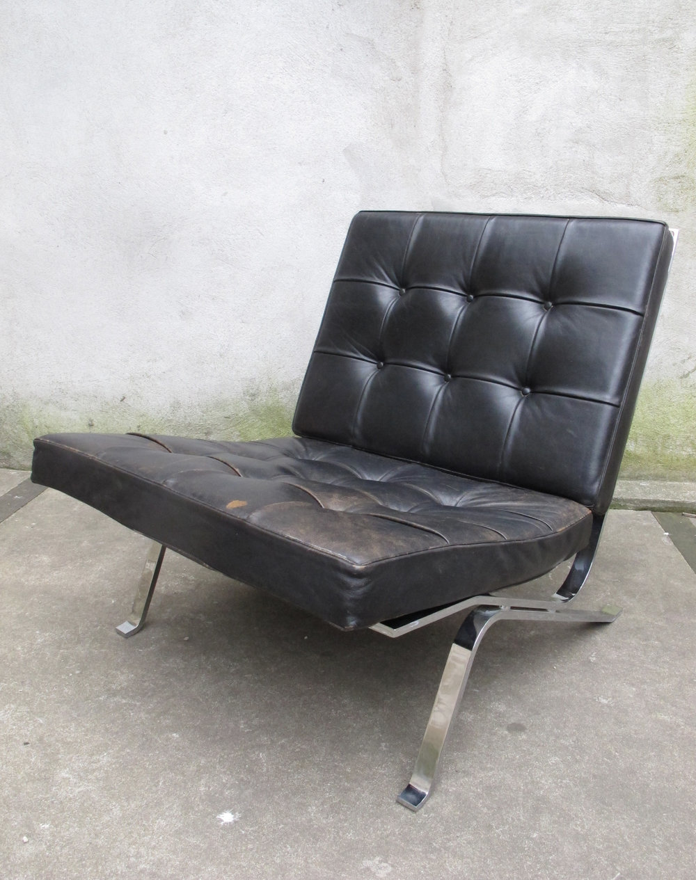 MID CENTURY 'HOMMAGE TO MIES' RH301 LEATHER CHAIR BY ROBERT HAUSSMANN
