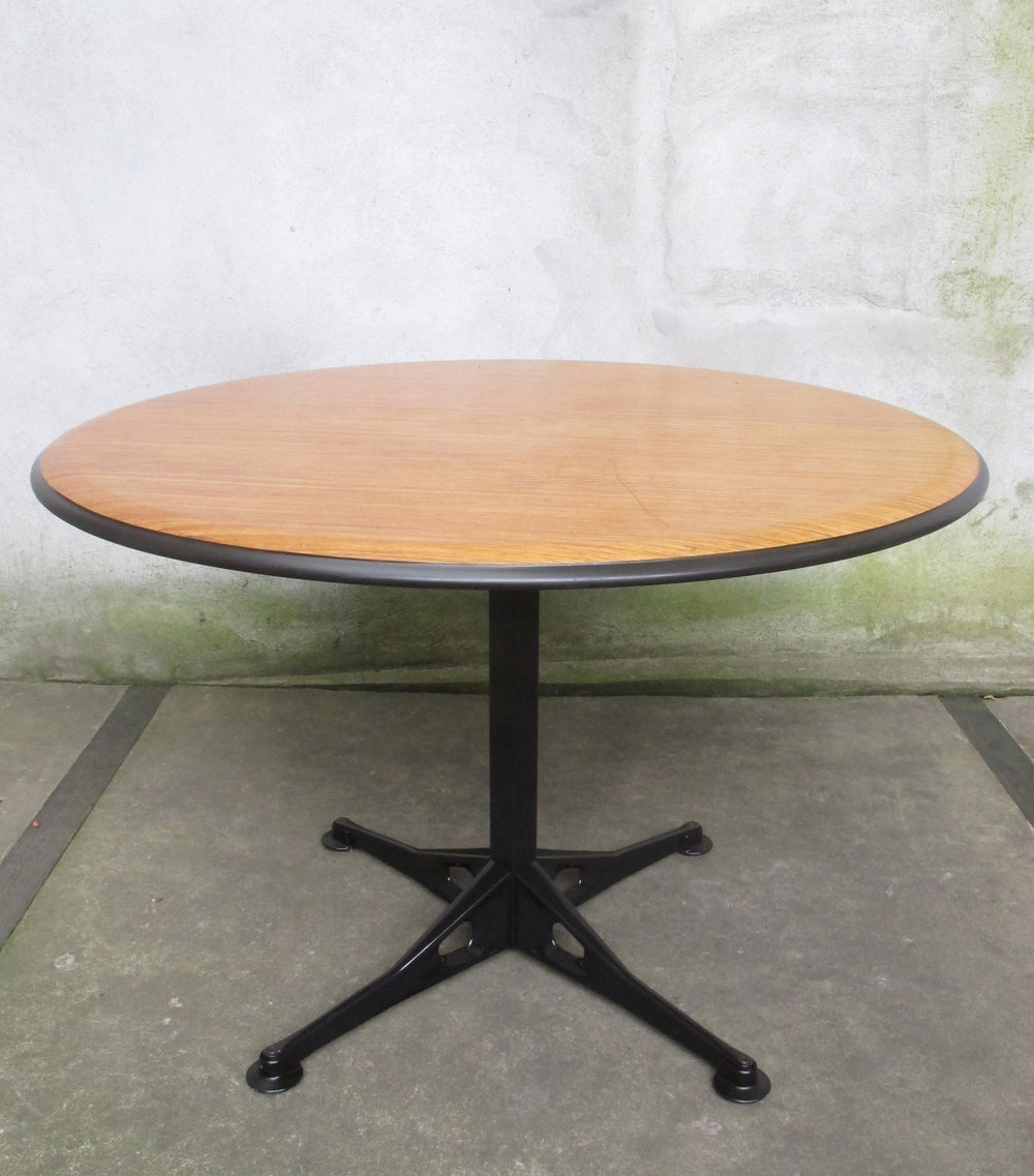 MID CENTURY HERMAN MILLER ROUND DINING TABLE