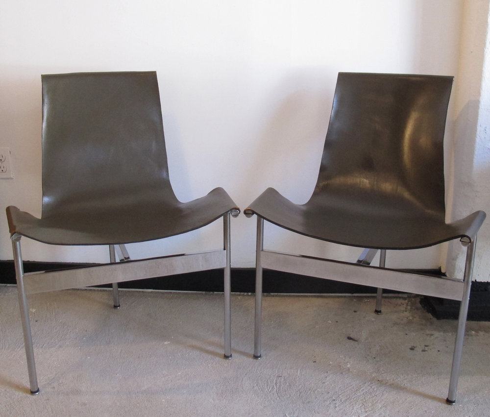PAIR OF WILLIAM KATAVOLOS MID CENTURY MODERN LEATHER SLING T CHAIRS BY LAVERENE