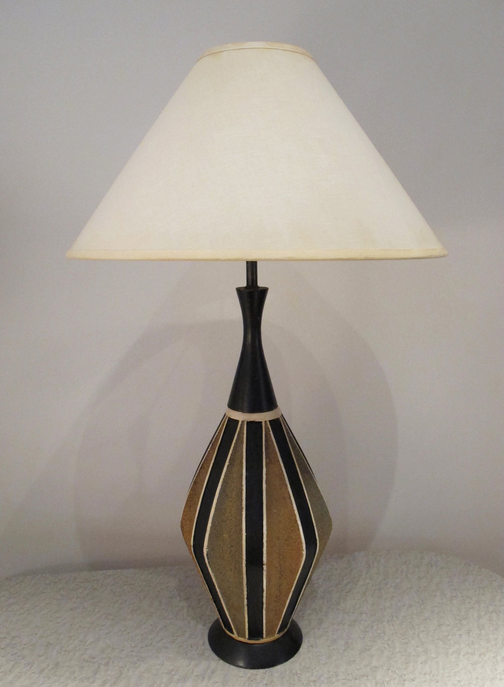 MID CENTURY CERAMIC LAMP WITH EBONY WOOD BY QUARTITE CREATIVE