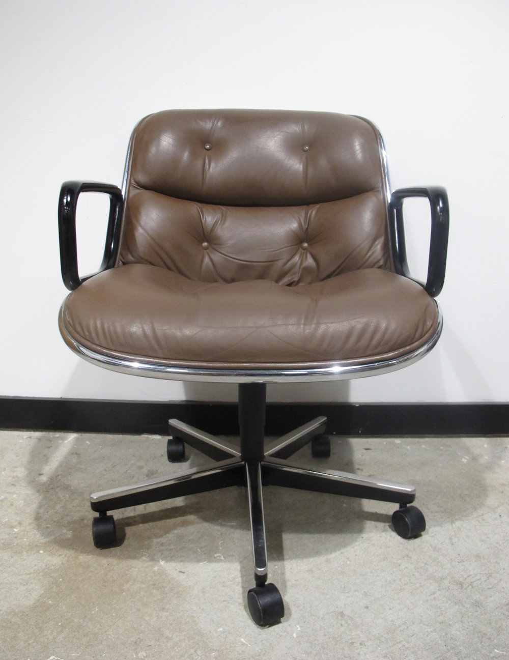 MID CENTURY BROWN EXECUTIVE ROLLING POLLOCK ARMCHAIR BY KNOLL
