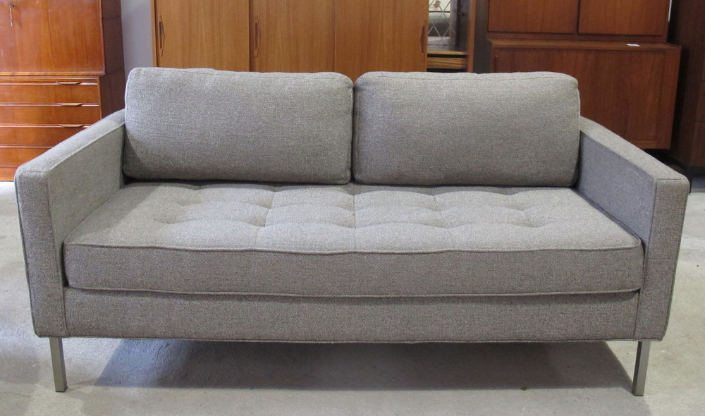 MID CENTURY FLORENCE KNOLL STYLE COMPACT SOFA