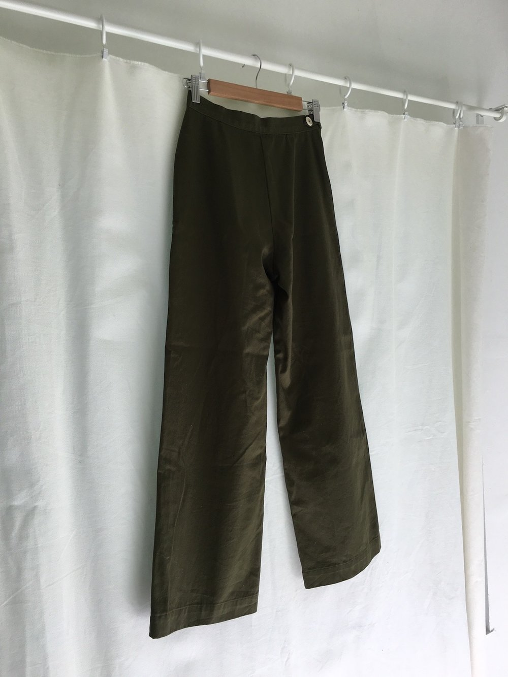 summer trousers in olive