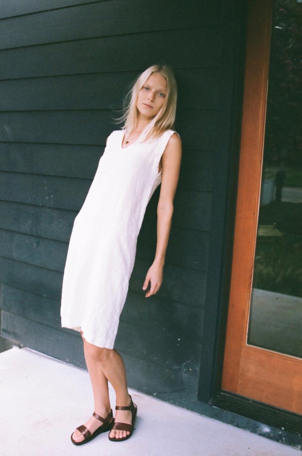Han Starnes_Linen V Dress_2.jpg