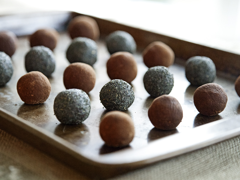 Raw Vegan Peppermint Chocolate Truffles