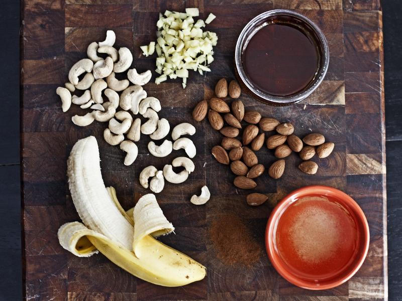 Raw Cinnamon Ginger Cookies - Ingredients