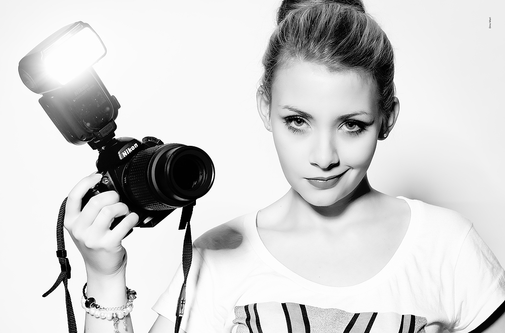 ... back to a single light source, standard reflector. Just lover her expression - D4 owners beware!