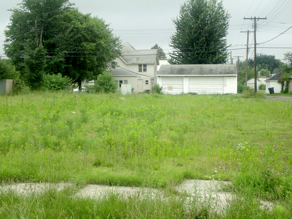 Field with garage.jpg