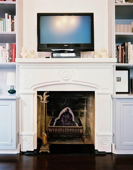 tv-above-fireplace-lonny.jpg
