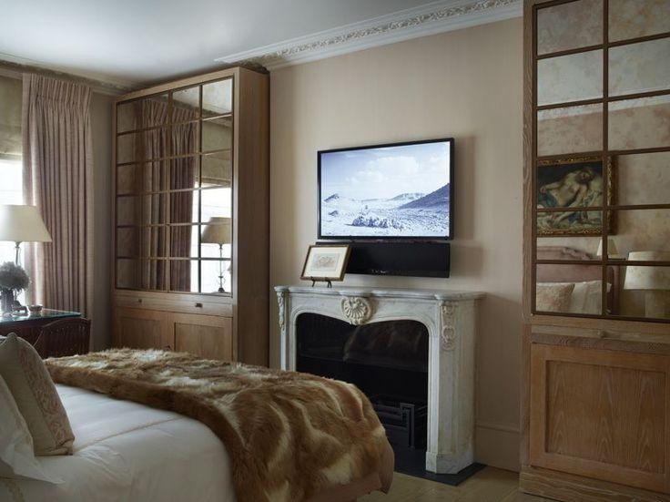 nicholas-haslam-blush-bedroom.jpg
