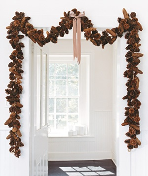 beginning-of-christmas-season-pinecone-garland.jpg
