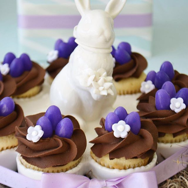An Easter Egg holder doubles as a Mini Cupcake holder. Another easy way to create a pretty table for Easter brunch! #Easter #easterbrunch #minicupcakes #easterbunny #flowercupcakes #foodphotography #ribbon