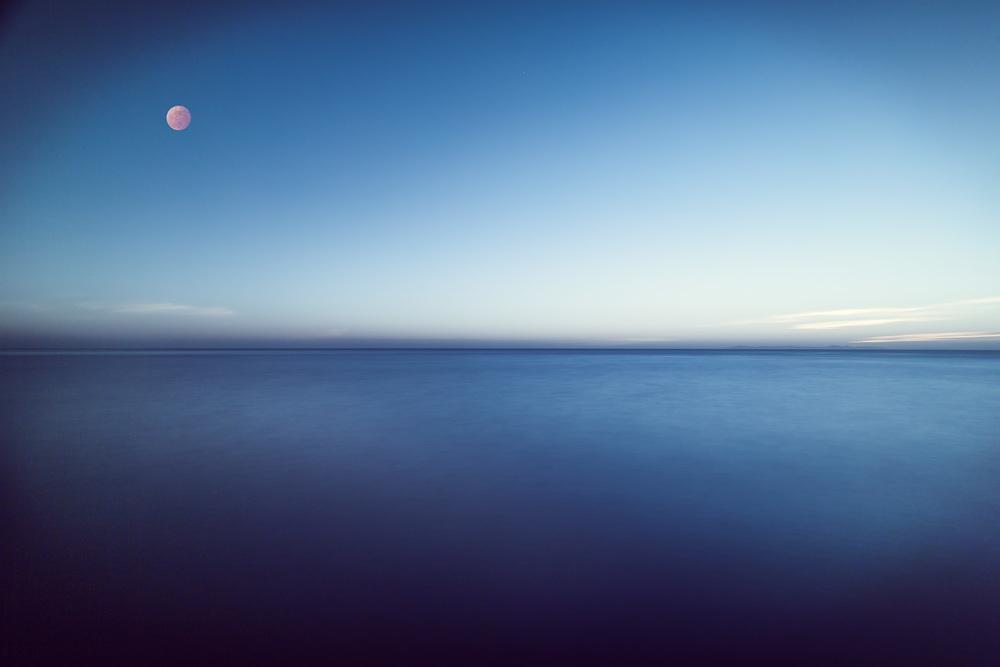 Æ Moon
