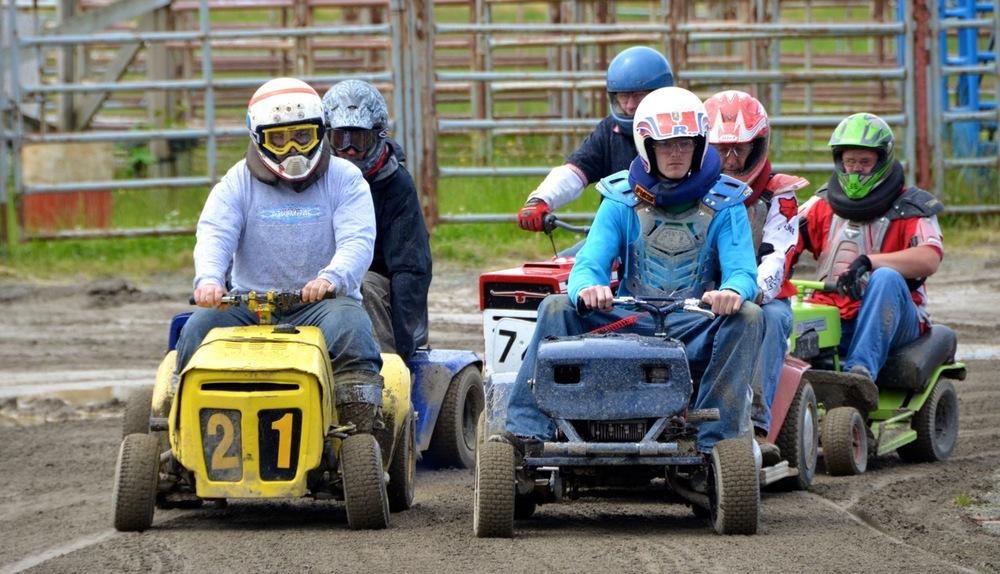 Lawnmower Racing 2012 - 039.jpg