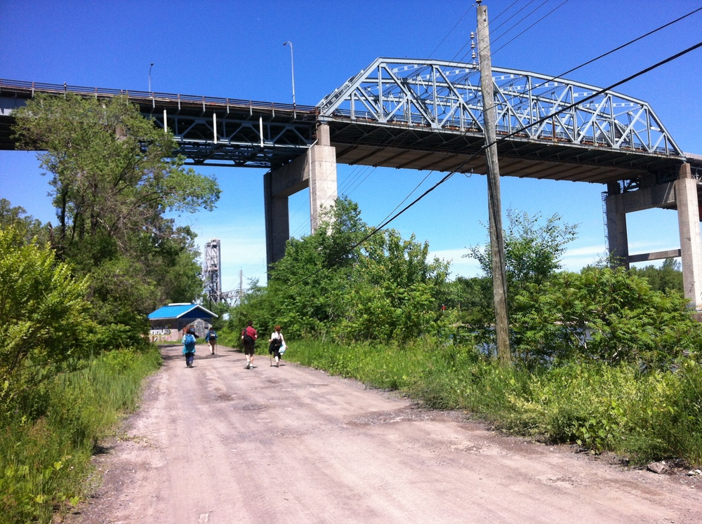 Service Road between Ville de Ste-Catherine and Kahnawa:ké, with Mercier Bridge
