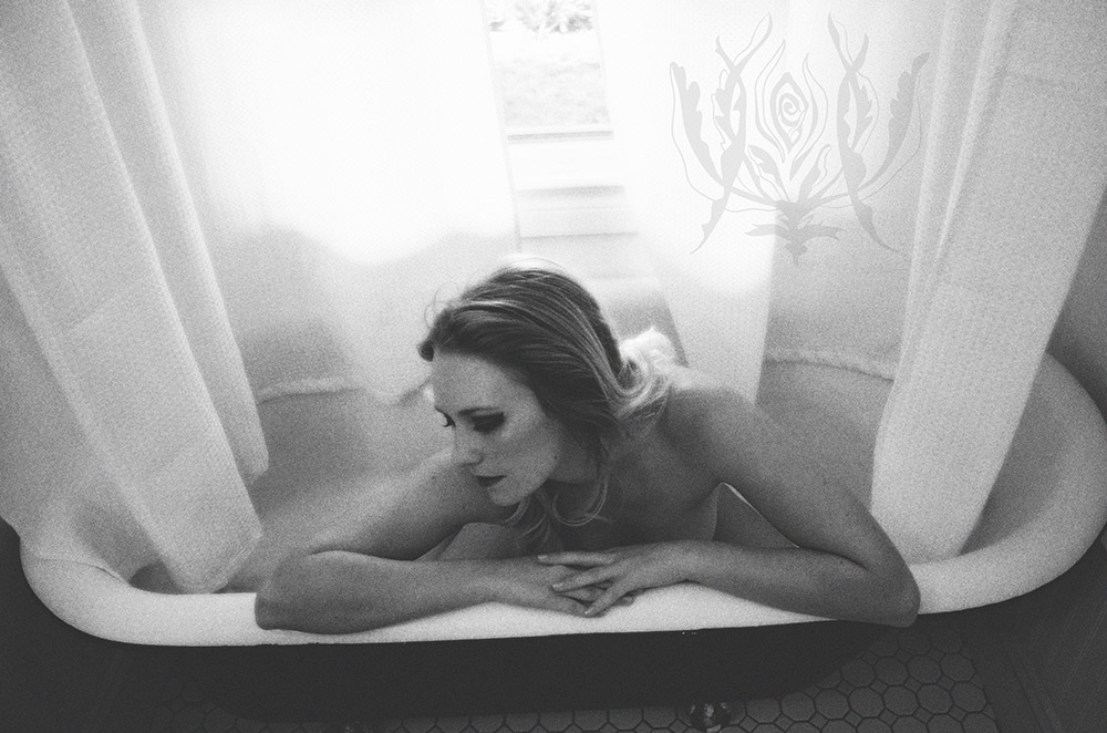 Ivory-Rose-Boudoir---Sarah-2015-Claw-Tub-Bathroom-Steam---Los-Angeles-Ojai-Santa-Barbara-Fine-Art-Nude-Photographer-Boudoir-Photography-8.jpg