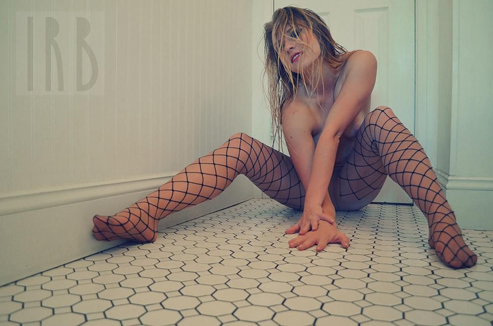 Ivory-Rose-Boudoir---Sarah-2015-Claw-Tub-Bathroom-Steam---Los-Angeles-Ojai-Santa-Barbara-Fine-Art-Nude-Photographer-Boudoir-Photography-31.jpg