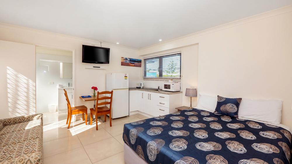 Bilinga Beachfront Motel-30-new.jpg