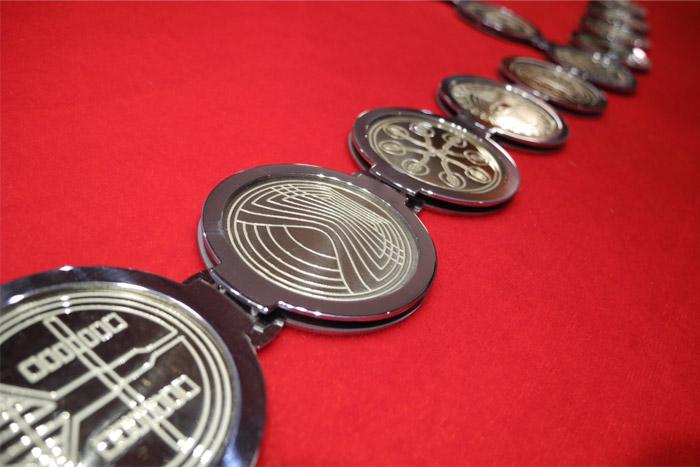 detajl-medaljonov-zupanske-verige.jpg