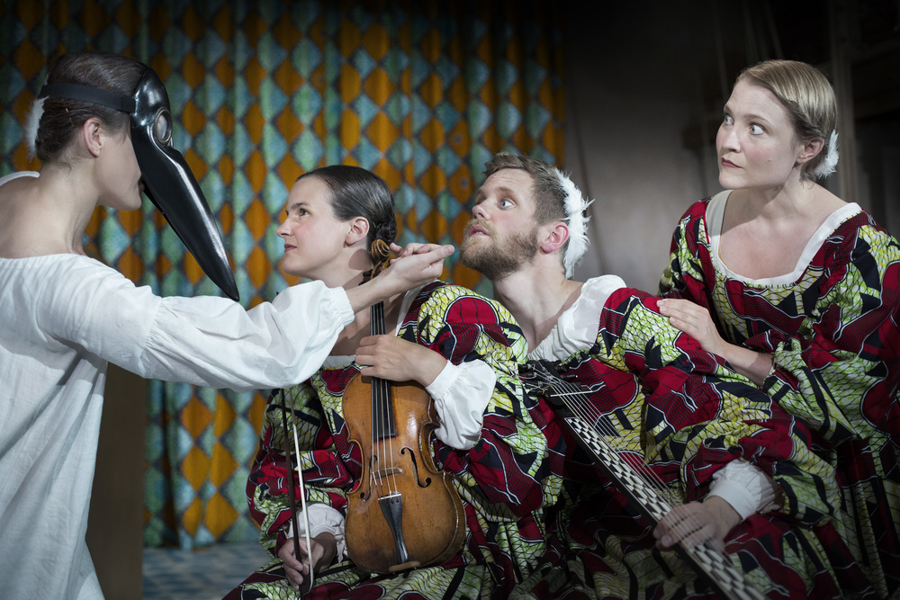 Karin Modigh, barockdans, Catalina Langborn, barockviolin, Jonas Nordberg, teorb, Christina Larsson Malmberg, sopran. Foto: Markus Gårder.