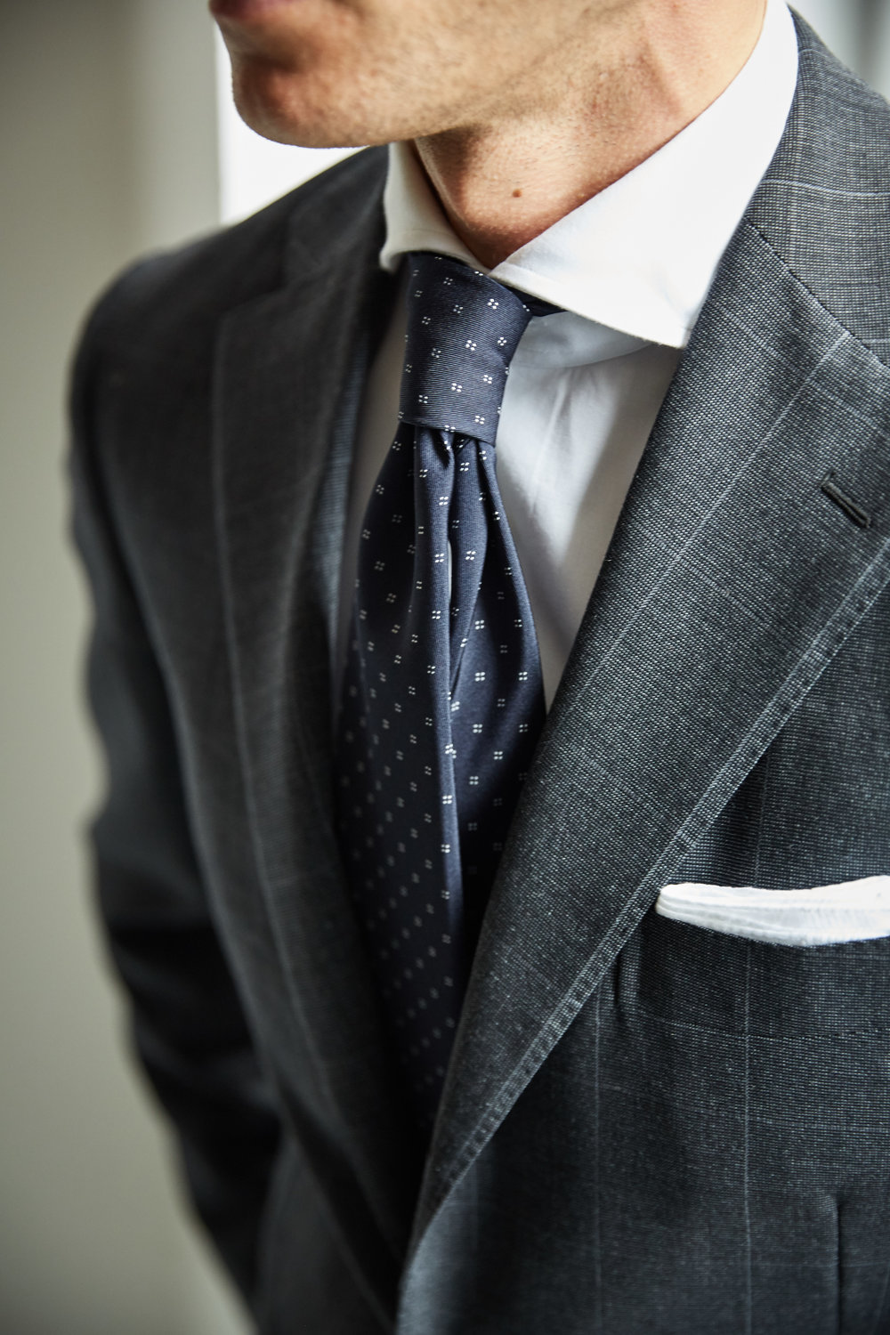 161003_RJ_Nick_DarkGreySuitJacketDetail__I2A5129.jpg